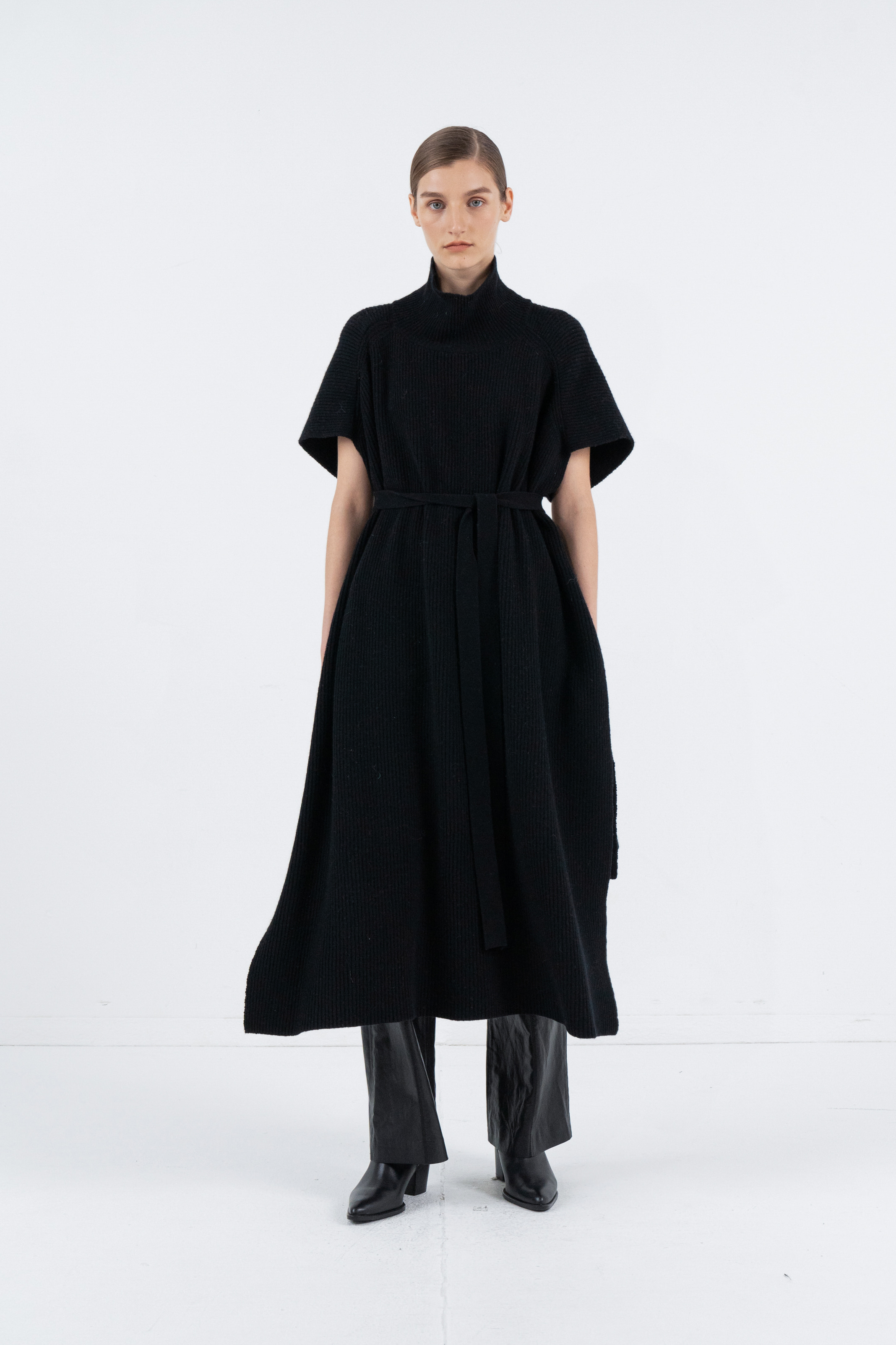 CASHMERE TURTLENECK CAPE_BLACK