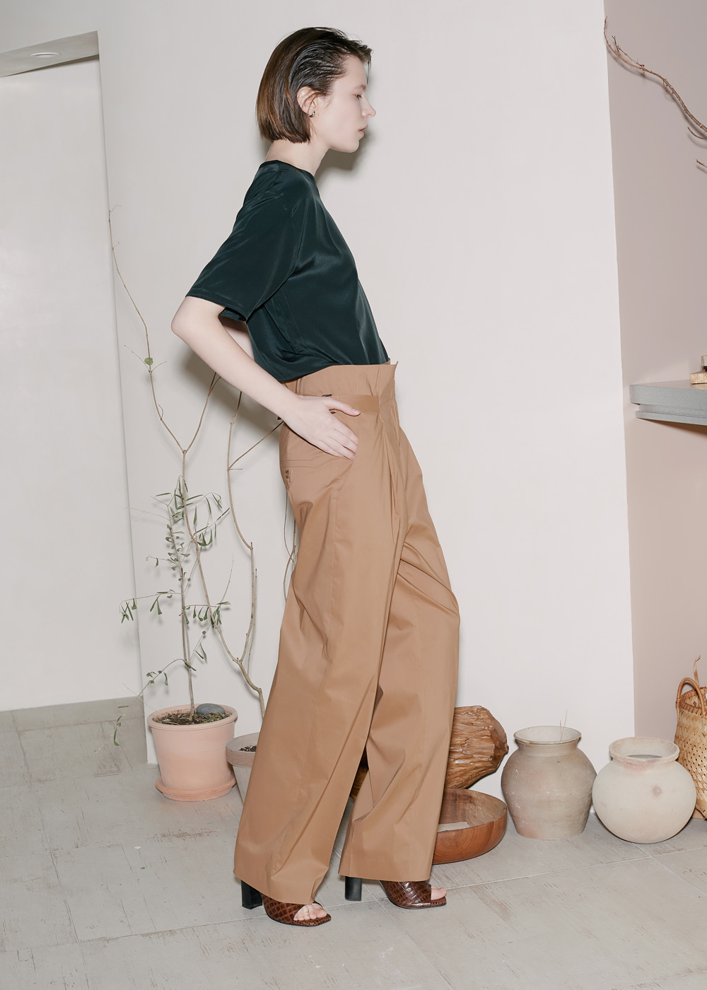 HIGH-WAIST BELTED PANTS SAND
