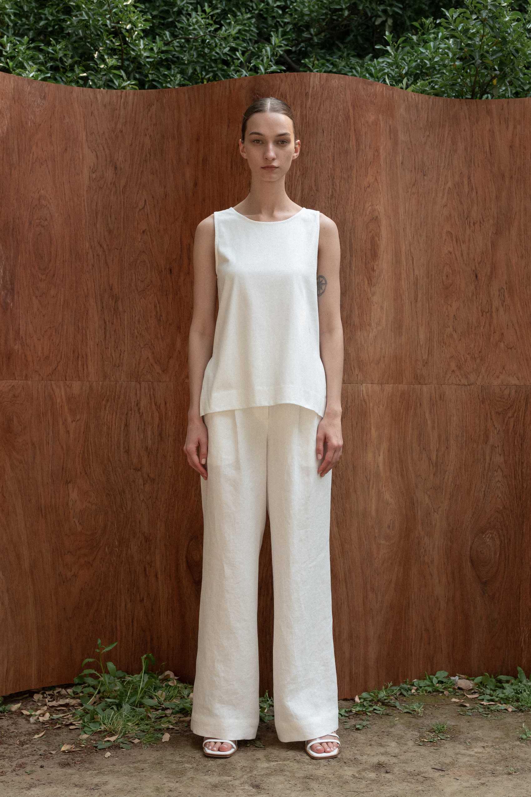 COTTON SLIT SLEEVELESS WHITE