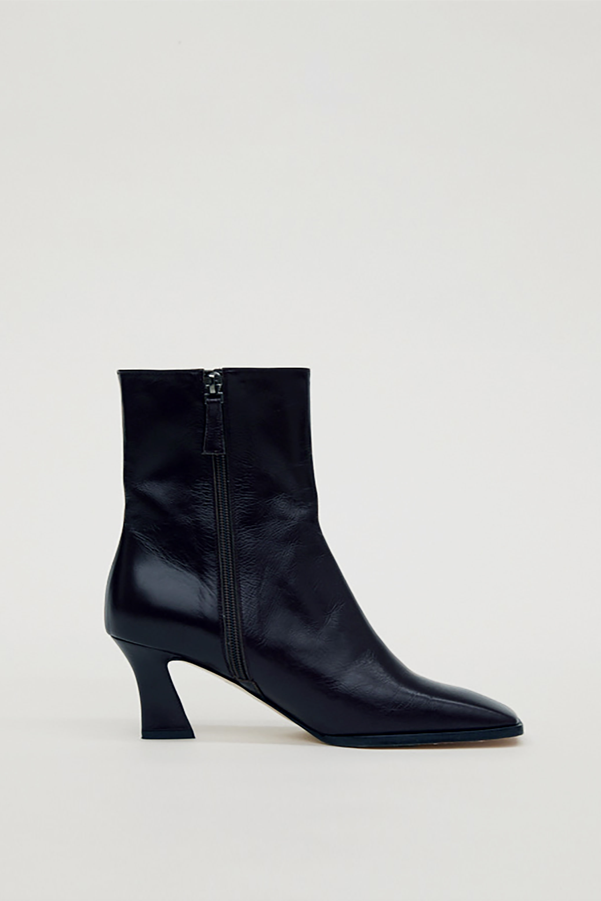 LEATHER ANKLE BOOTS_BLACK