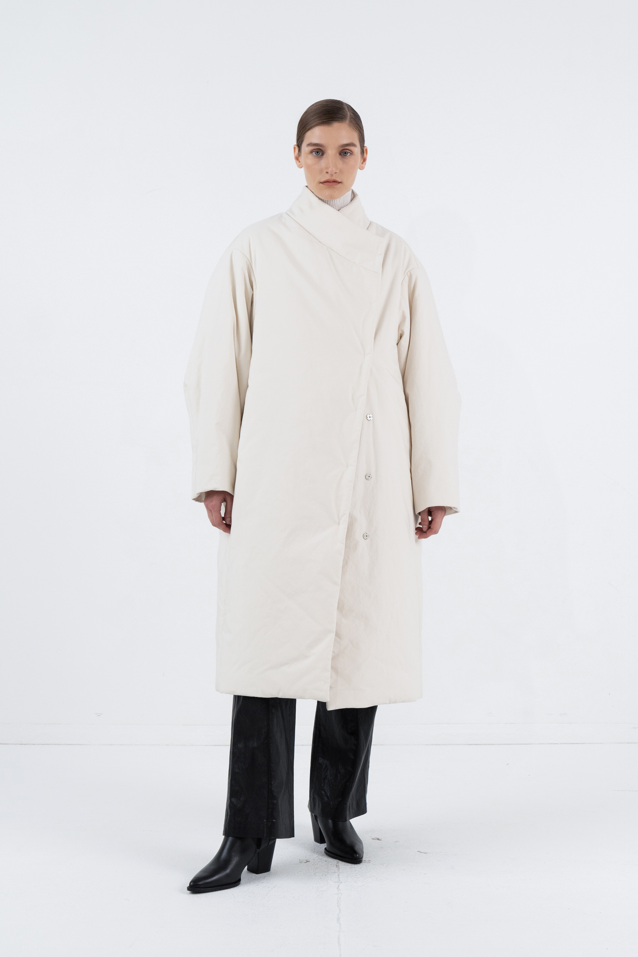 UNBALANCE STIRNG LONG PADDING COAT_CREAM
