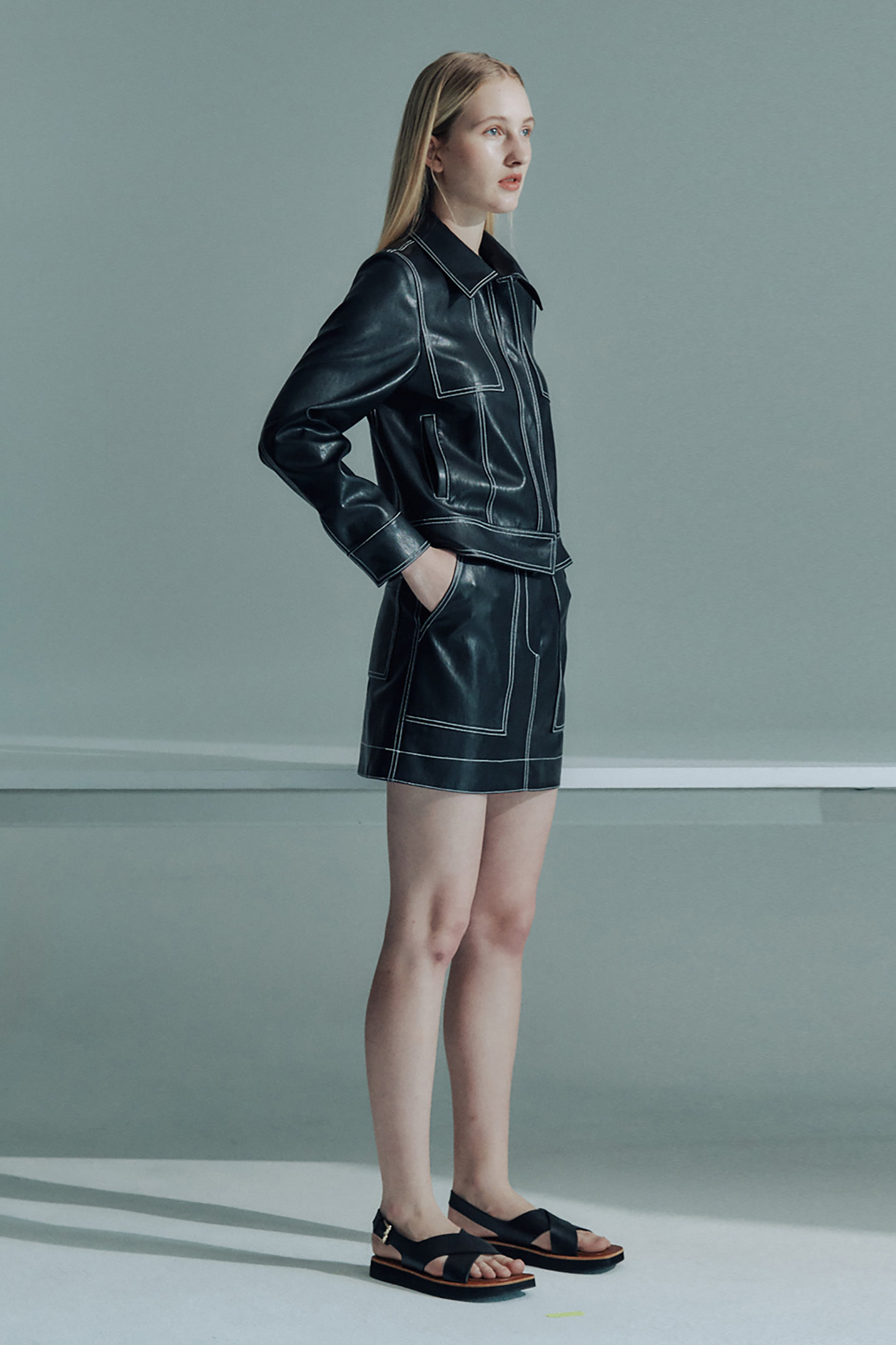 FAUX LEATHER SLIM SHORT JACKET_BLACK